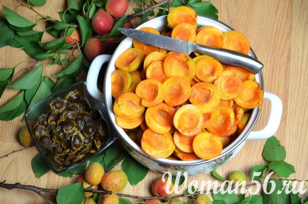 нарезанные абрикосы для сушки