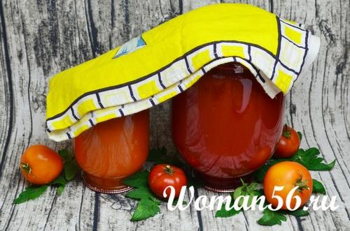 перевернутые банки с томатным соком