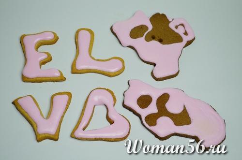 буквы печенье в розовой глазури