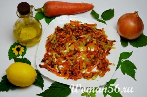 жареные лук и морковь