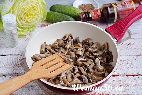 шампиньоны для салата из пекинской капусты