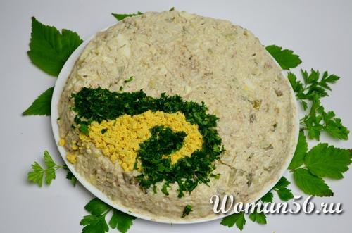 украсить салат с сайрой