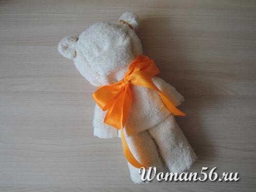 медвежонок из полотенца с ленточкой