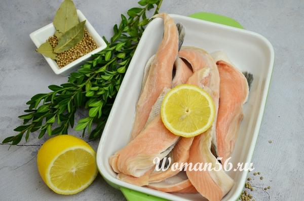 брюшки лосося с лимоном