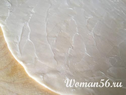 слоеное тесто смазанное маслом
