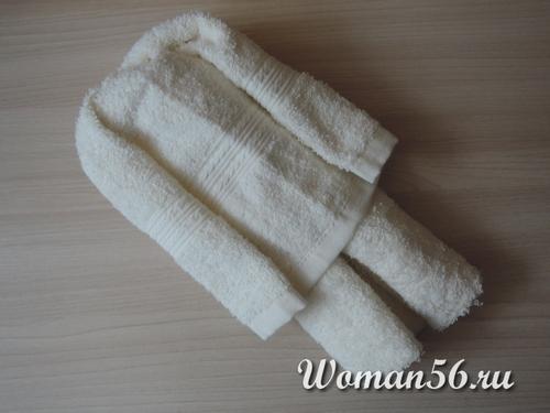 формируем туловище медвежонка из полотенца