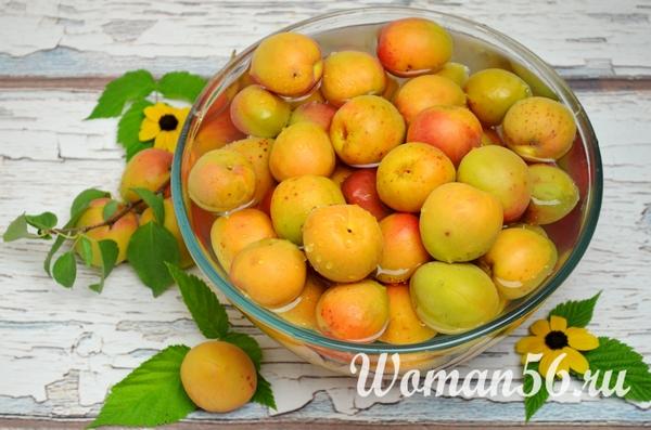мытые свежие абрикосы