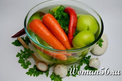 морковь и зеленые помидоры