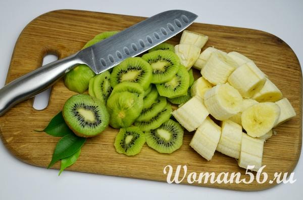 нарезанные киви и банан