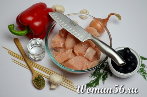 нарезанная курица для шашлыка
