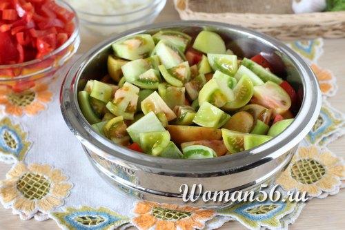 нарезанные зеленые помидоры