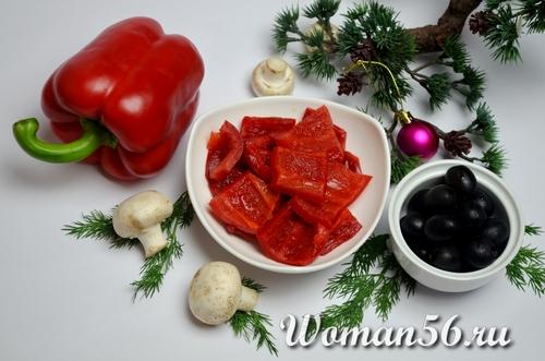 нарезанный болгарский перец с оливками