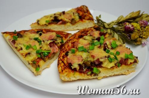 домашняя нарезанная пицца