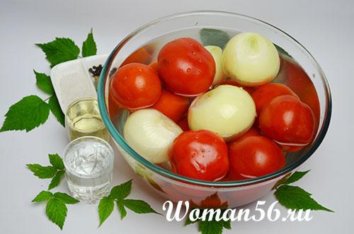 помидоры с луком для соуса