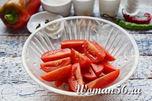 нарезанные помидоры для лечо