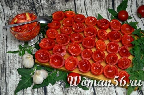 очищенные дольки помидор