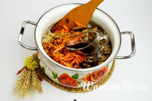 перловая каша с овощами и своевым соусом
