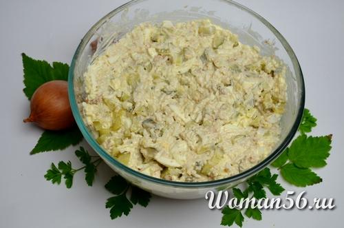 как украсить салат с сайрой