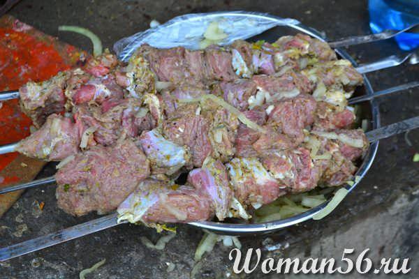 шашлык из баранины на шампурах