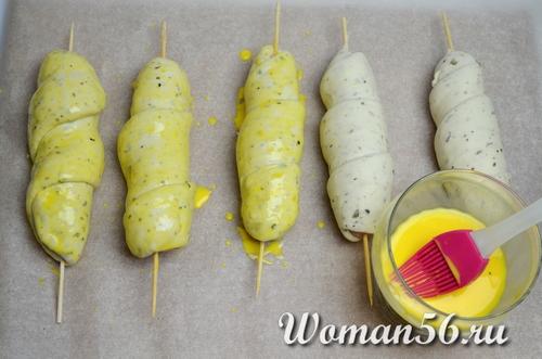 сосиски в тесте смазанные яйцом