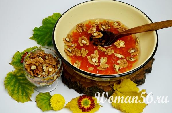 отварная тыква в сахарном сиропе с орехами