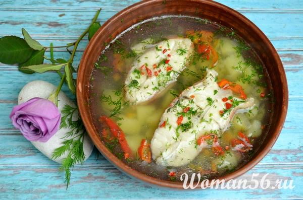 тарелка с супом из красного окуня
