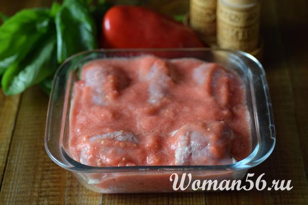 мясные рулетики в помидорном соусе