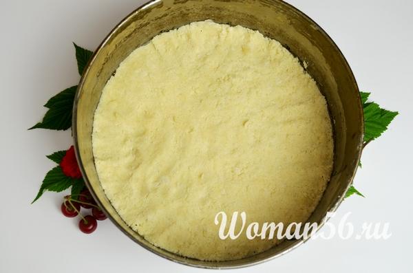 круглая форма для пирога с тестом