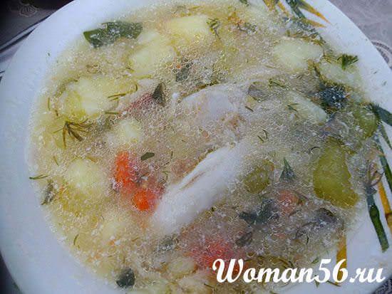 готовое блюдо из кабачков и курицы