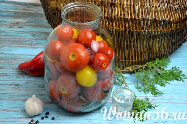уксус в банке с помидорами