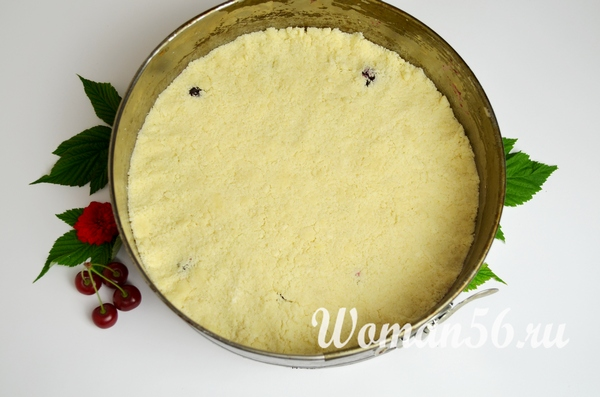 тесто с вишневой начинкой внутри