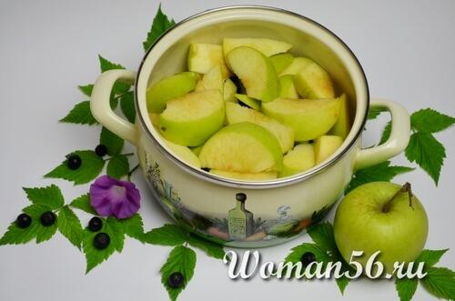 яблоки нарезанные крупно